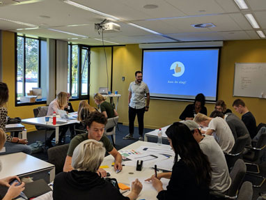 Image of Tadeusz facilitating a workshop for first-year students of the Utrecht University of Applied Sciences.